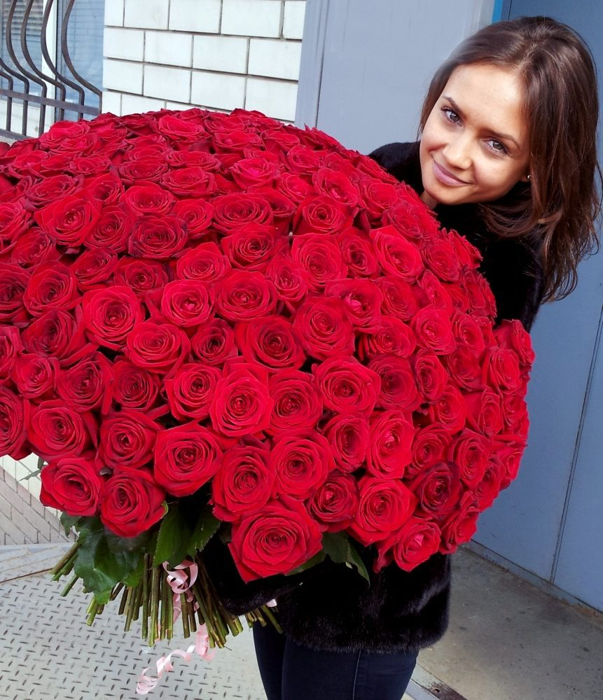 где купить дешевые розы в сочи запечатлевшая пьяного стража